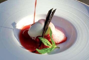 Sopa de fresas con helado de yogurt de la serna