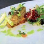 Terrina de foie, manzana y trucha ahumada con su ensalada