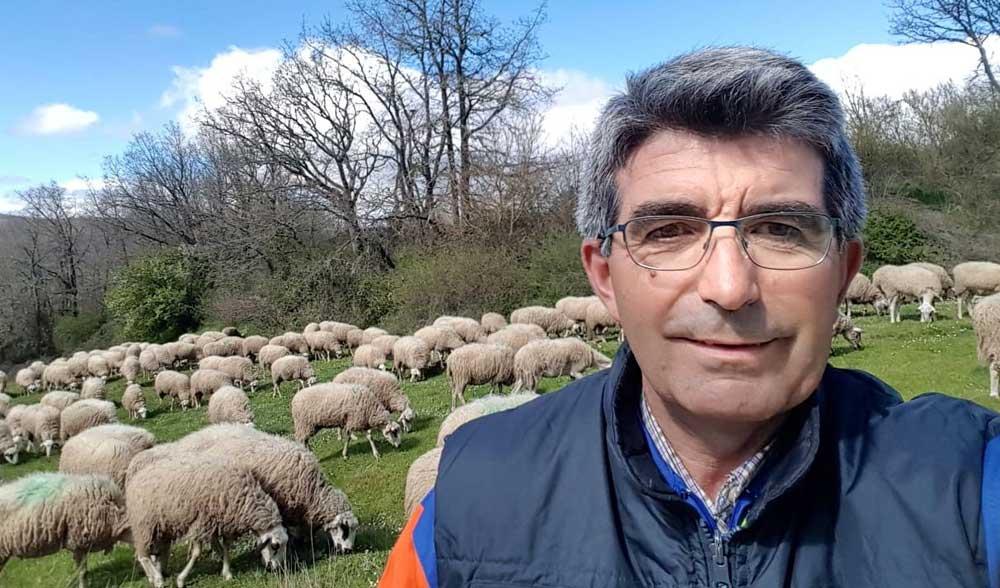 Jesús Sevilla, ganadero y concejal en Aguilar de Campoo