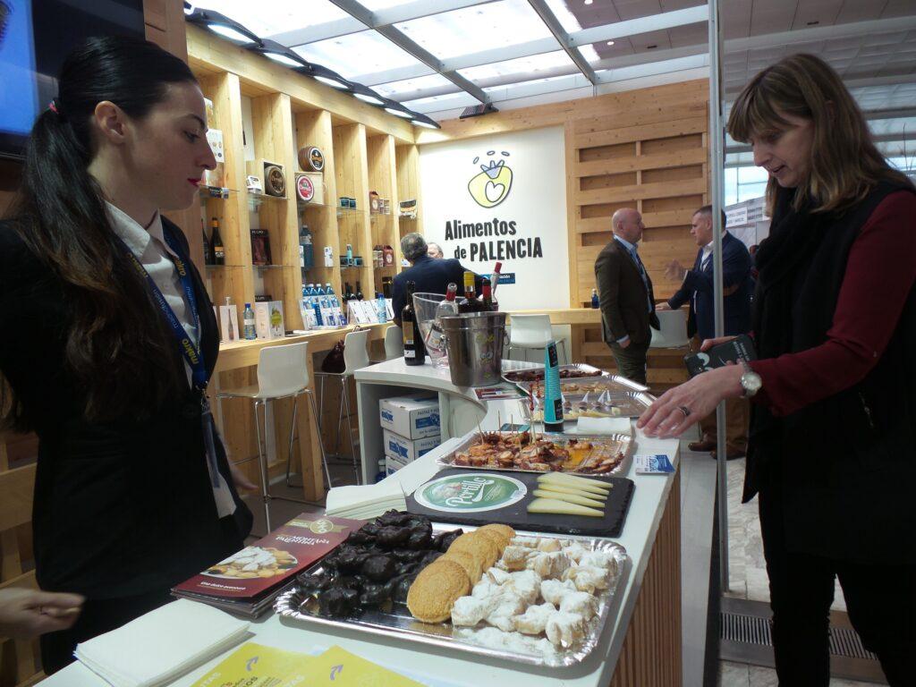 """Alimentos de Palencia muestra su calidad gastronómica en la """"VI Feria de los Pueblos"""" de Armilla"""
